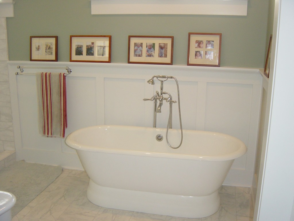 229 Brook Master Bath Tub 1