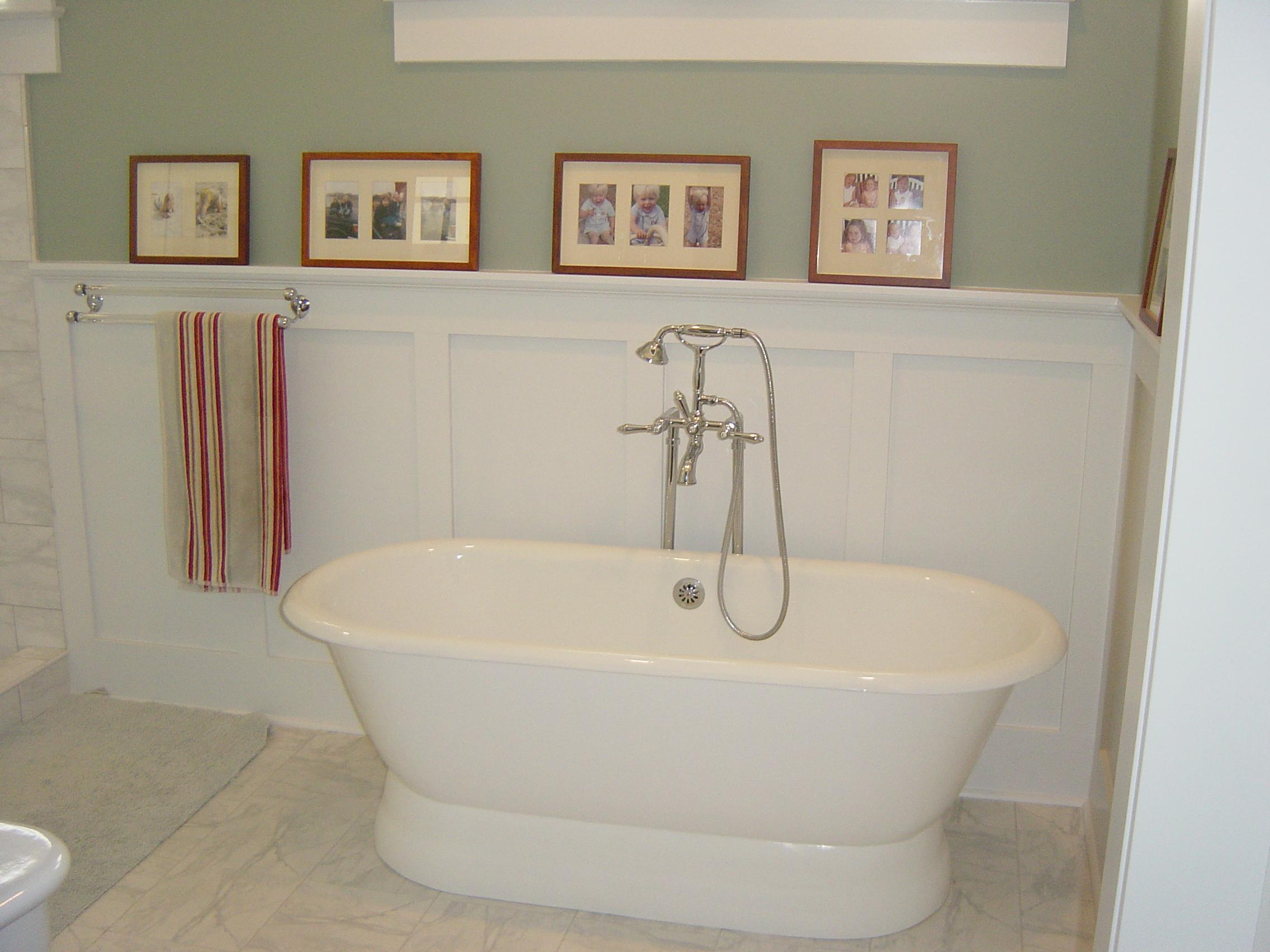 229 Brook Master Bath Tub 1