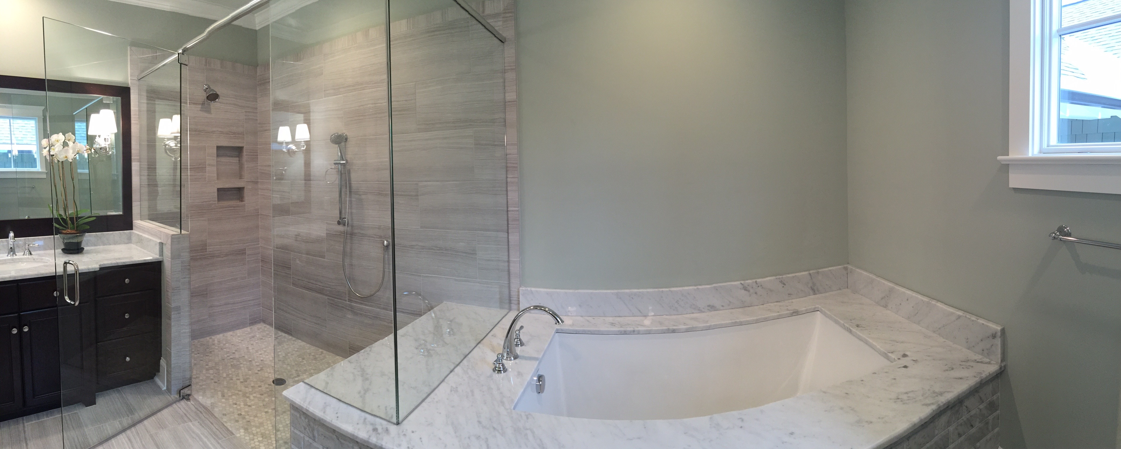 Master Bathtub Wide Angle