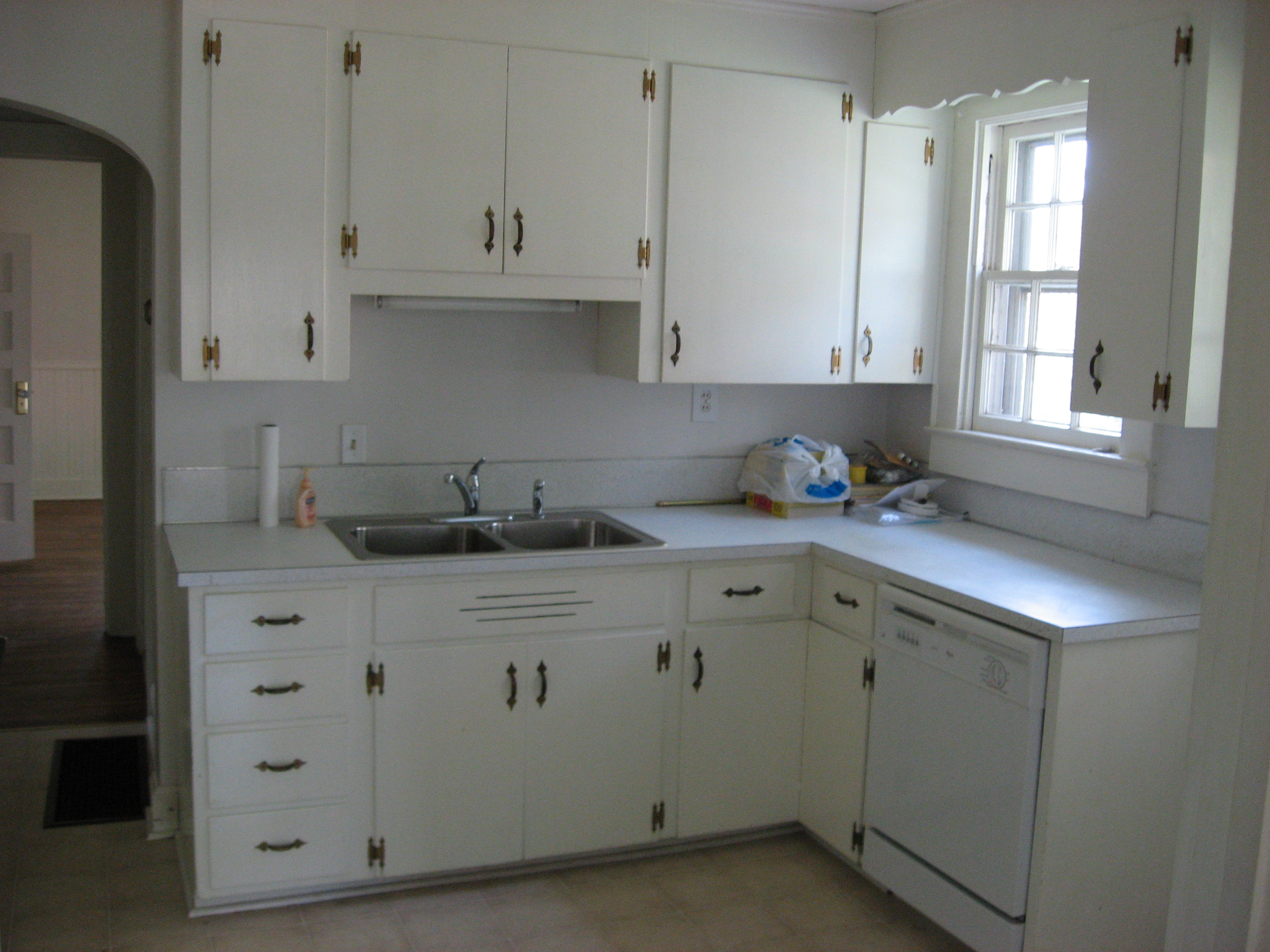 504 Walnut Kitchen Before