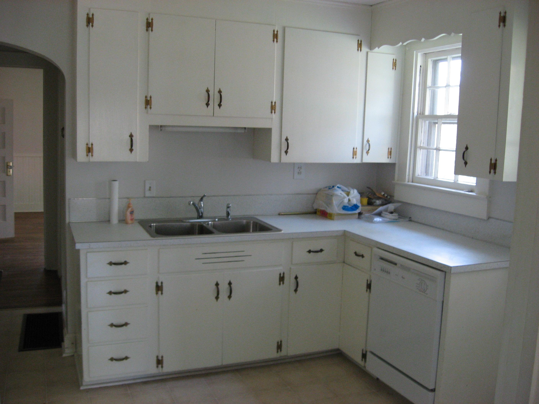 504 Walnut Kitchen Before